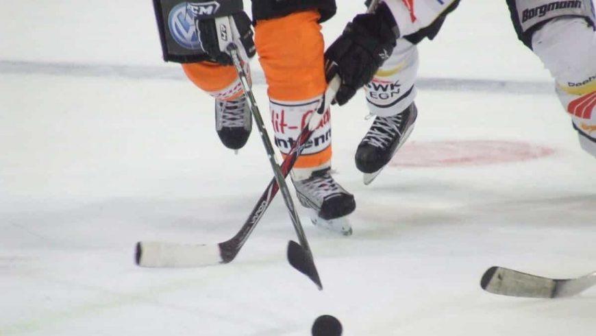 Eishockeyausrüstung aus Holz?